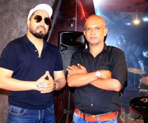 Mika Singh Celebrates The Success of #KRK Kutta Song