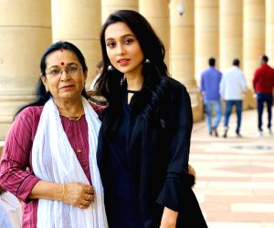 mimi-chakraborty-with-her-mother-on-the