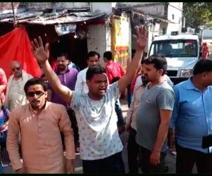 Pro-Modi slogans at Priyanka's UP temple run