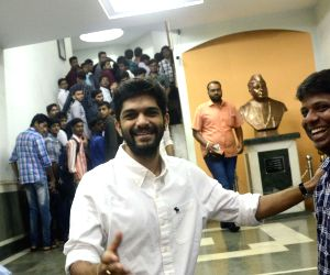 Raj Thackeray's son attends Maharashtra Navnirman Vidyarthi Sena meeting