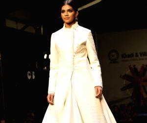 "FDCI Fashion Show ""Khadi - Transcending Boundaries"" - Rohit Bal"