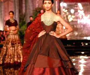 Manish Malhotra's fashion show at the FDCI India Couture Week 2016