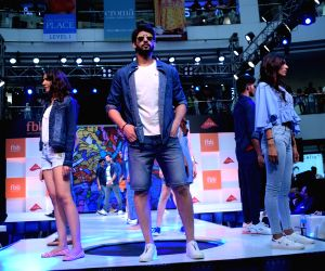 Esha Gupta, Vidyut Jamwal walk the ramp for FBB Fashion Hub