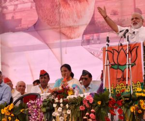 Modi projects national outlook in first public rally