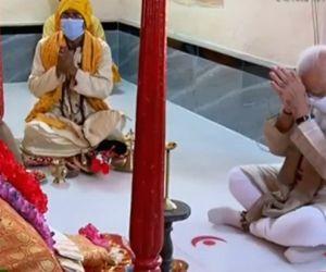 Modi offers prayers at Kali temple in B'desh