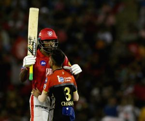 Gayle's 99 powers KXIP to 173/4 against RCB