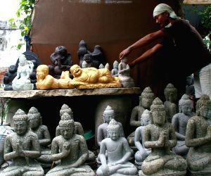 INDONESIA-MOJOKERTO-DAILY LIFE-STATUE WORKSHOP