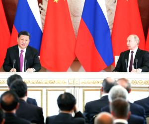 MOSCOW, June 5, 2019 (Xinhua) -- Chinese President Xi Jinping (L) and his Russian counterpart Vladimir Putin meet the press after their talks in Moscow, Russia, June 5, 2019. Xi Jinping held talks with Vladimir Putin at the Kremlin in Moscow on Wedne