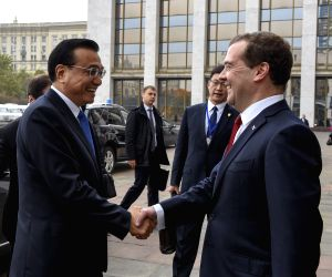 Li Keqiang meets Dmitry Medvedev