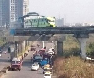 Trapped commuters rescued from monorail in Mumbai