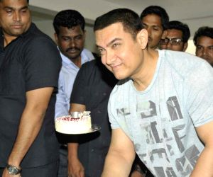 Aamir celebrates on the eve of his birthday
