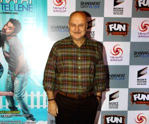 "Premiere of film ""Sharafat Gayi Tel Lene"