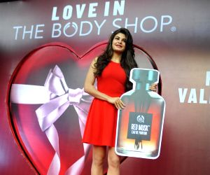 Jacqueline Fernandes launch The Body Shop new store