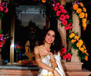Kangna Ranaut visit to Ramakrishna Mission