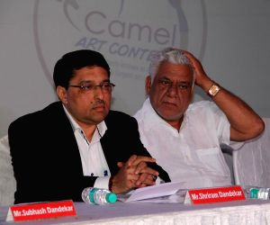 Om Puri during the grand finale of Camlin art contest