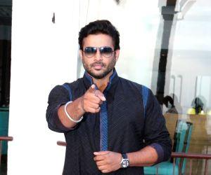 Kangana, R Madhavan promote 'Tanu Weds Manu Returns'