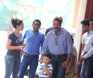 Sanjay Dutt leaves for Yerawada Jail