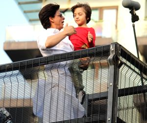 When Shah Rukh Khan's son AbRam asked the paps to make way