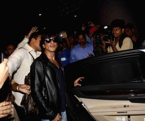 Shahrukh Khan with family spotted at airport