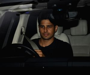 Mumbai: Actor Sidharth Malhotra at filmmaker Karan Johar's residence in Mumbai's Bandra, on May 3, 2019. (Photo: IANS)