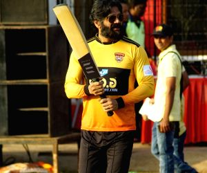 Raj Kundra Foundation hosts celebrity cricket match - Sunil Shetty