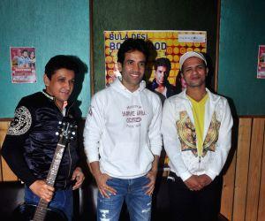 Tusshar Kapoor rehearses for International show Bula Desi Bollywood