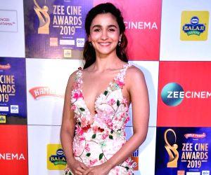 Commercial films dependent on its story: Alia Bhatt