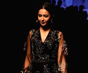 Rakul Preet Singh and other Bollywood divas sizzle on ramp at LFW 2019