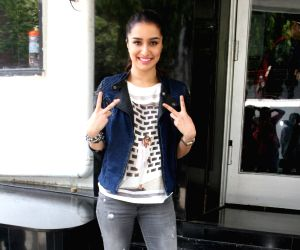 Varun Dhawan and Shraddha Kapoor on Sets Of DID Super Moms For Promotion Of ABCD