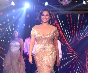 Mumbai: Actress Sonakshi Sinha at streax professional show 'Retro Remix', in Mumbai, on June 24, 2019. (Photo: IANS)
