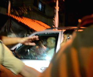 :Mumbai: BJP President Amit Shah arrives to meet Shiv Sena chief Uddhav Thackeray at his residence Matoshree in Mumbai on June 6, 2018. (Photo: IANS).