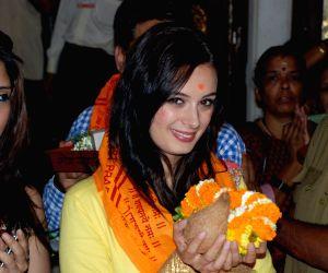 Mahaakshay aka Mimoh and Evelyn Sharma snapped at Siddhivinayak Temple