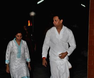 Funeral of Madhur Bhandarkar's mother