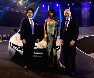 Sachin Tendulkar launches BMW i8 hybrid car. Fuel efficiency of 47.45kml