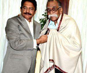Maharashtra Governor felicitates Marathi writer