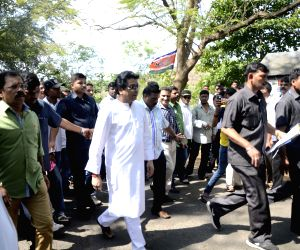 Raj Thackeray visits Aarey Milk Colony