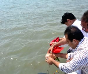 Remains of R R Patil immersed in Arabian Sea