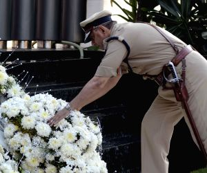 Policemen pay tribute to the victims of  26/11 attacks - Vinod Tawde, Prakash Mehta, Rakesh Maria