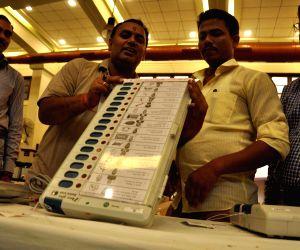Faulty EVMs delay voting in Kerala