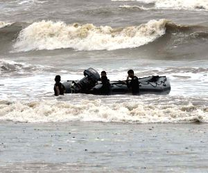 Bodies of three teenaged boys fished out at Juhu Beach