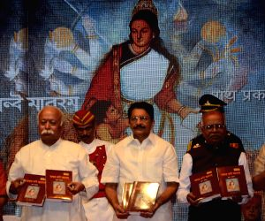 Mohan Bhagwat and Maharashtra Governor during a programme