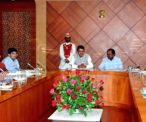 KCR during a meeting with Maharashtra CM