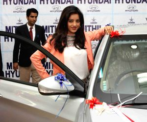 Deepika Singh launches Hyundai Verna car