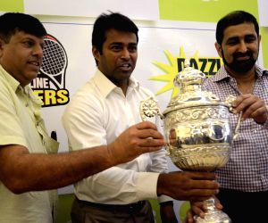 Leander Paes unveils trophy of Premier Tennis League