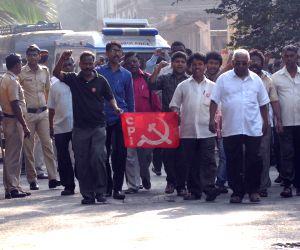 Govind Pansare dead - CPI activists protest