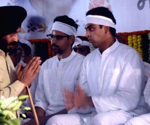 Priya Dutt, M.S. Bitta pay last respect to Murli Deora