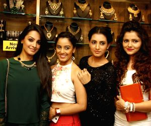 Telly Calendar 2015 girls announcement at the 19th Anniversary of Sia Art Jewellery store