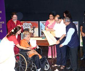 Shashi Kapoor receives Dada Saheb Phalke award
