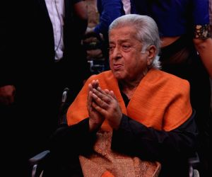 Rishi remembers Shashi Kapoor on 81st birth anniversary