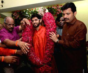 Aditya Thackeray celebrate birthday with children